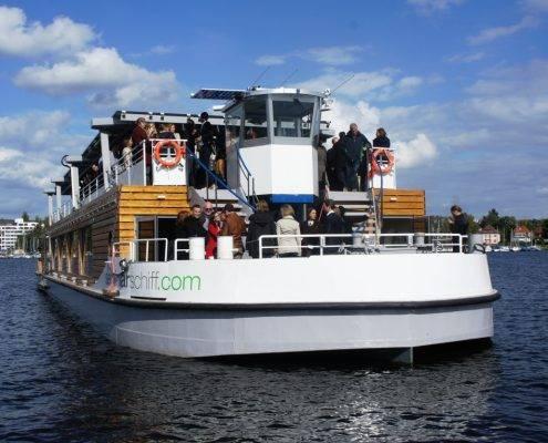 Solarschiff Orca ten Broke auf der Havel Berlin
