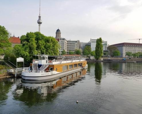 Ihr schwimmender Meetingraum im historischen Hafen Berlin