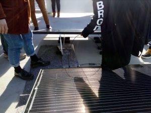 Die Solarplatte anschließen